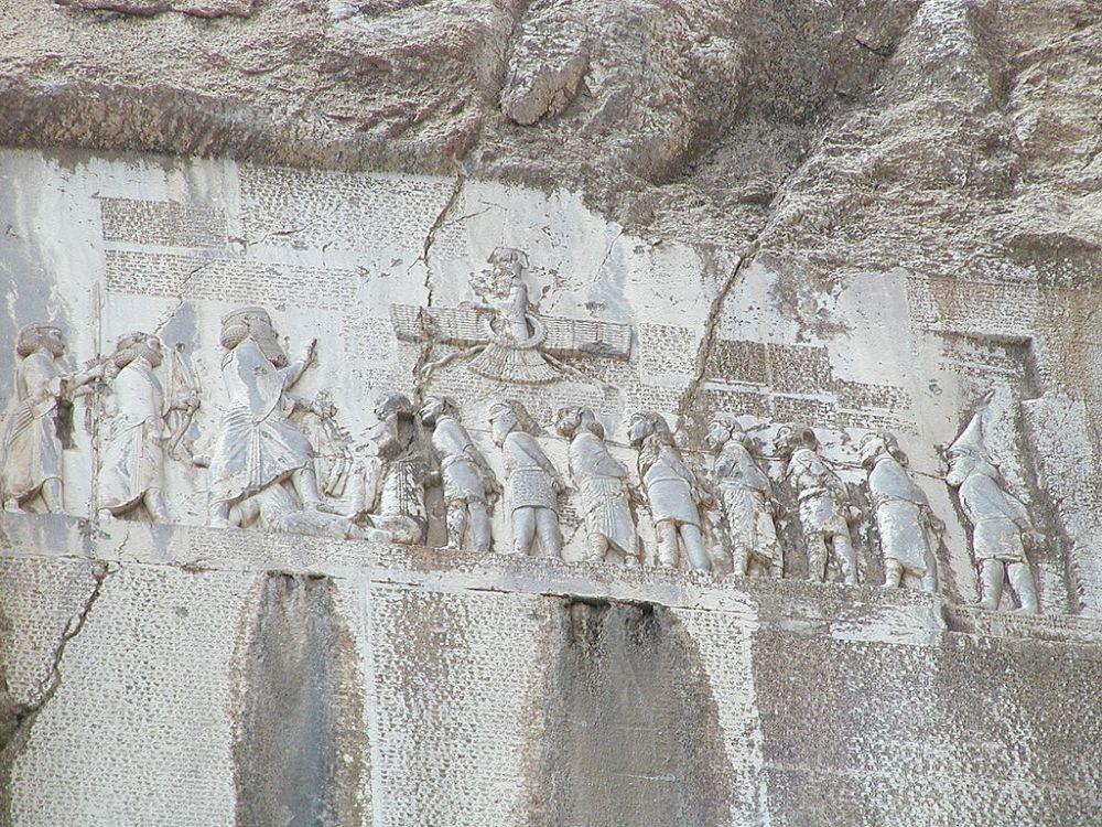 1024px-Bisotun_Iran_Relief_Achamenid_Period